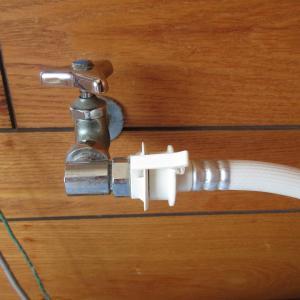 洗濯機給水ホースからの水漏れ
