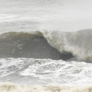 朝の波 最高でした♪