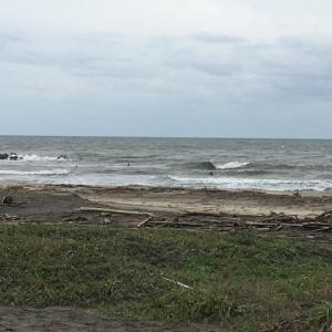 今日の波 どんより天気で風も強い