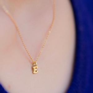 シンプルさが素敵の定番ネックレス♡イニシャルネックレス(ゴールド)