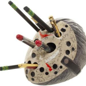 13日の金曜日のジェイソンにペンを差し込んでいくという恐怖体験が味わえるペン立て