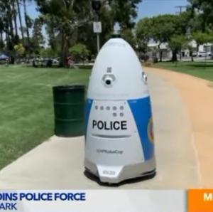 アメリカで導入されたロボット警官「ロボコップ」、助けを求めた女性を無視して「邪魔だからどいてください」