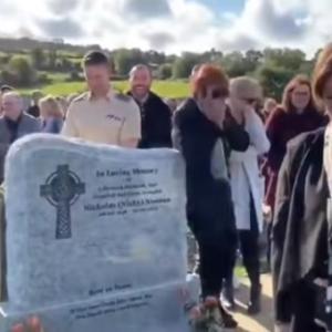 生前は人を笑わせることが大好きだった男性、遺言通りに葬儀中のサプライズ。追悼者らを笑顔に(アイルランド)
