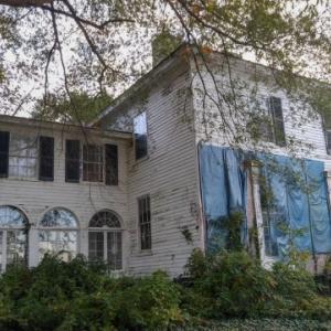 そこは不気味さにあふれていた。元医師が住んでいた家廃墟(アメリカ)