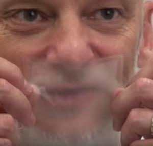これが次世代マスクなのか!?透明性・通気性・生分解性を備えたマスクが登場(スイス)