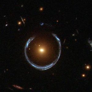 世界で初めて発見されたアインシュタインリングの距離がようやく判明(NASA)