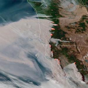 アメリカ西部で相次ぐ森林火災、新たに公開された人工衛星映像でその恐ろしさが明らかに