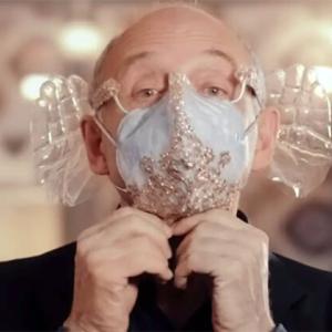 オーケストラ指揮者が開発。音楽鑑賞に最適なマスクはてのひら型の耳あてがユニーク(ハンガリー)