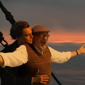 俳優を夢見ていた父親の夢を息子が合成画像で実現。映画のワンシーンに違和感なく入り込む