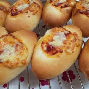 ウインナーパンとチーズ明太子クッペ