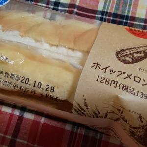 ファミマベーカリー ホイップメロンパン
