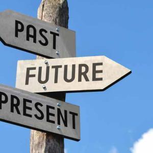 過去波動未来に影響しているのか
