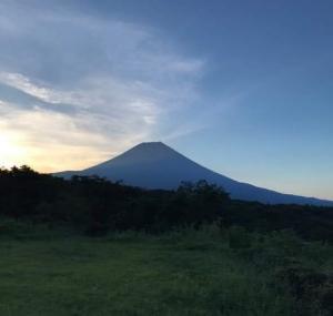 誰もいない時間帯から眺める霊峰富士の雄姿