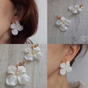 フラワーアクセサリー 花びらひらひらホワイト