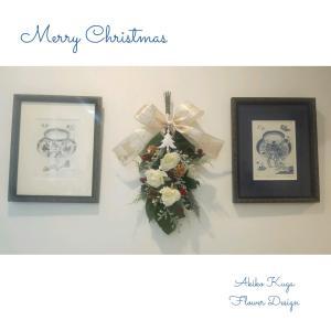クリスマスのスワッグ 白い薔薇のスワッグ