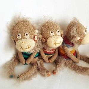 靴下と手編み帽子のソックモンキー*オランウータンの赤ちゃん*チンパンジー