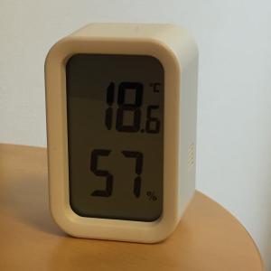無印デジタル温湿度計と超音波うるおいアロマディフューザー