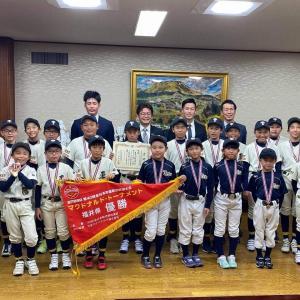 東陽少年野球部の皆さんが優勝報告に来てくれました。