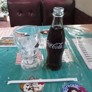 飲食店仕様?の、伝統的な瓶入りのコーラ。 【2018年08月 新潟県小千谷市】