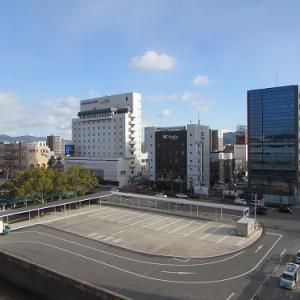 ビルが林立する景観になって久しい、JR新山口駅南口。 【2018年12月 山口県山口市】