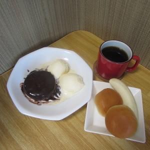 コーヒーのおつまみ?ケーキ・アイスクリーム・パン・バナナ。 【2019年11月 東京都練馬区】