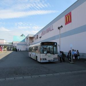 郊外のショッピングモールとマチナカを結ぶ、シャトルバス。 【2019年07月 青森県つがる市】
