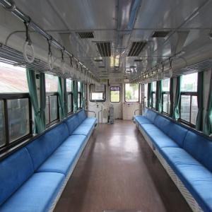 紀州鉄道の終点「西御坊」駅で出発を待つ、1両編成の気動車。 【2019年04月 和歌山県御坊市】