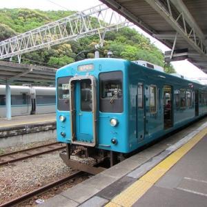 白浜駅に出発を待つ、紀伊田辺行きの普通列車。 【2019年04月 和歌山県白浜町】