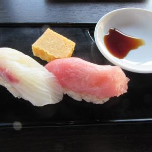 バイキング形式で、握りたての寿司。 【2020年10月 東京都千代田区】