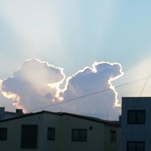 この雲、何に見えますか?