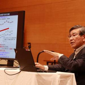 牧野市長による講義を拝聴しました。地方創生モデルと言われるようになった鯖江の施策。