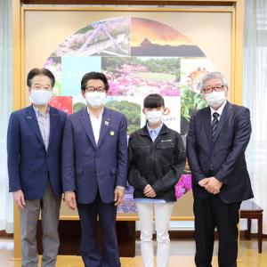 鯖江の眼鏡枠製造会社に山形からIターン就職された18歳の塩野さんが議長室に来訪してくださいました