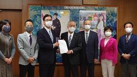 仙台市議会ICT推進会議、中間報告を議長に提出しました