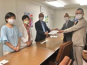 県立がんセンター・東北労災病院・仙台赤十字病院の連携・統合にかかわる要請書を受けました