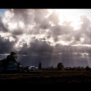 空からの光のシャワー