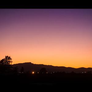 夕暮れ時の手稲山