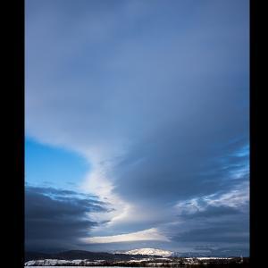 壮大に広がる雲