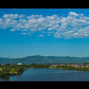 花畔大橋から見た茨戸川と手稲山
