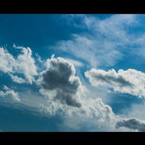 何だこの雲行きと思わず天を仰ぐ空模様