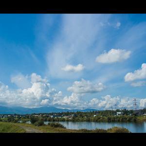 爆発的な雲の群れ