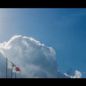 市旗と雲の形