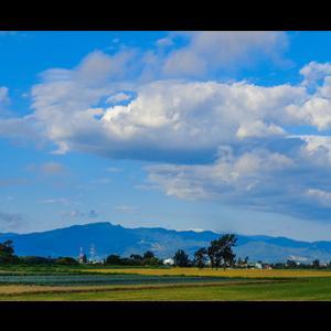 手稲山と流れ雲