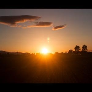夕日と流れ雲