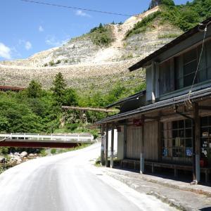 休日の採石場