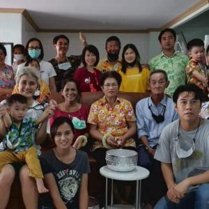 タイ妻一家全員集合でソンクランを祝う