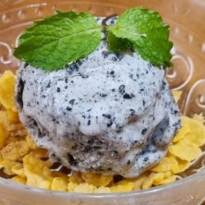 黒ゴマ蜂蜜アイスクリームを試作してみた。