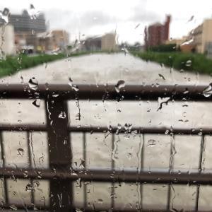 雨の中でのビーズ体験は、すごい先生だった。