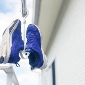 100均のシューズハンガーは靴がすぐ乾く!連結してまとめて干せるから便利です