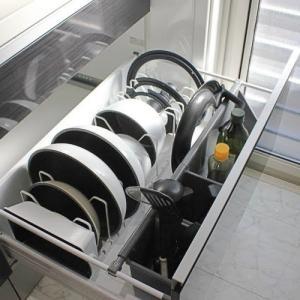【レビュー】towerの伸縮鍋蓋&フライパンスタンドでキッチン引き出しをスッキリ収納!シンプルで使いやすくておすすめ