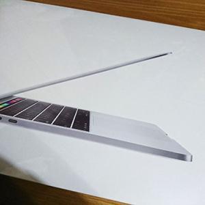 念願のMacを購入しました!!